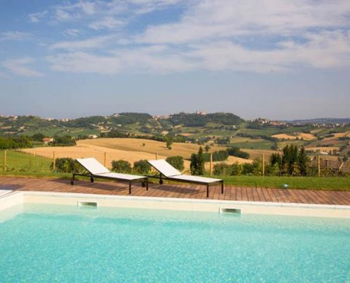 Agriturismo con piscina panoramica riviera del conero for Piscina osimo